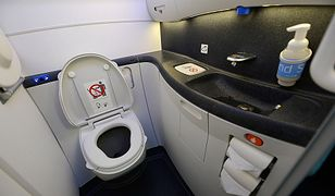 Skandal w samolocie United Airlines. Ukryta kamera w toalecie