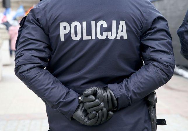 Warszawa. Kradli złom, a za zdobyte pieniądze kupowali prezenty wnukom
