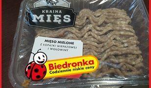 Taki kolor przybrało mięso kupione w Biedronce, które według informacji na opakowaniu było przydatne do spożycia.
