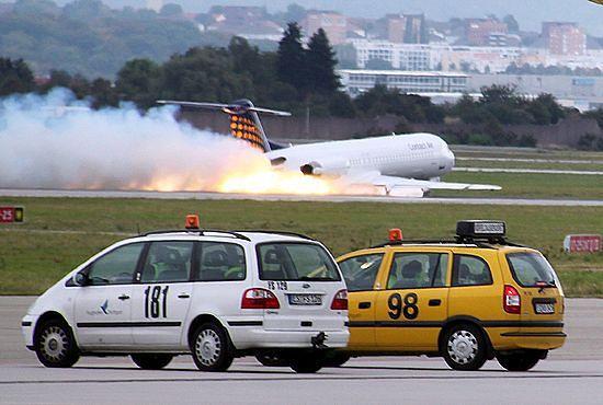 Horror na pokładzie, samolot lądował bez kół - zdjęcia