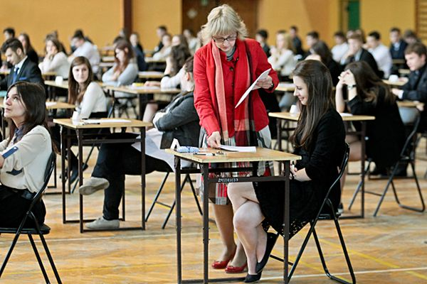Ostatni dzień egzaminu gimnazjalnego. Zadania z języków obcych