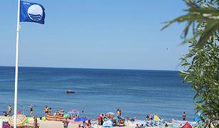 Błękitne Flagi powiewają nad kolejnymi polskimi plażami