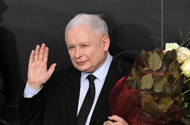 Jarosław Kaczyński po operacji. Żartuje i przyjmuje gości