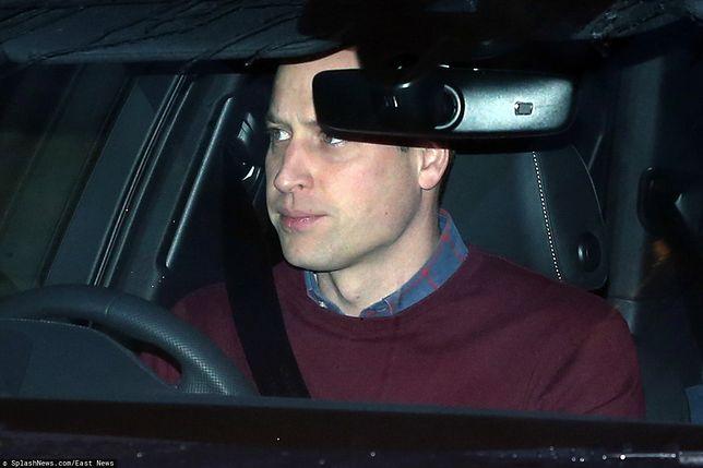 Książę Cambridge nie wygląda na zadowolonego