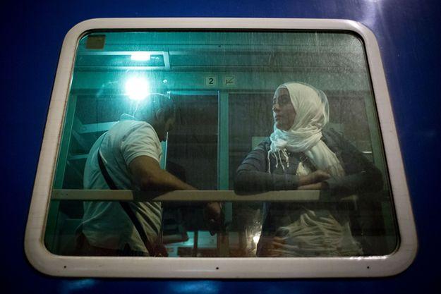 Imigranci w pociągu do Austrii