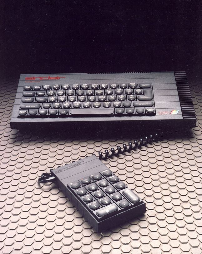 Spectrum + 128K z klawiaturą numeryczną.