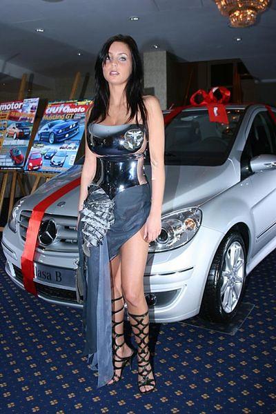 Ewa Sonnet - Piersi w rozmiarze XXL - WP Gwiazdy