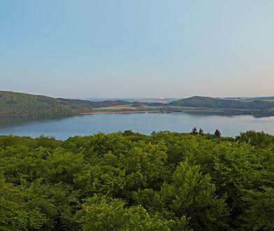 Niewinne jezioro Lacher See kryje w sobie 7 km sześciennych lawy