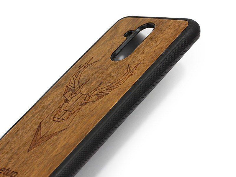 Drewniane etui na telefon - co jest źródłem jego popularności?