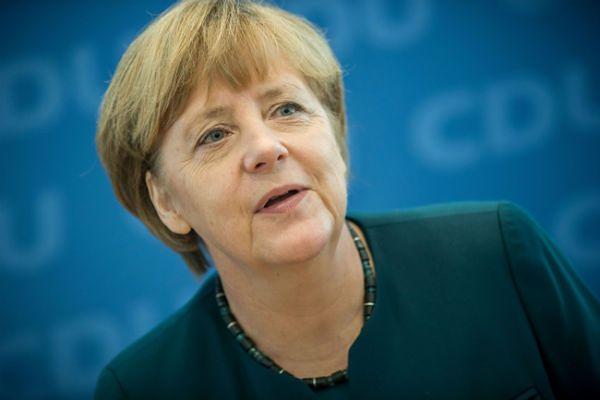 Angela Merkel wzywa Rosję do uspokojenia sytuacji na Ukrainie