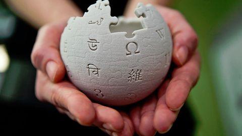 Wikipedia wykorzystana do  reklamowania wyszukiwarki torrentów