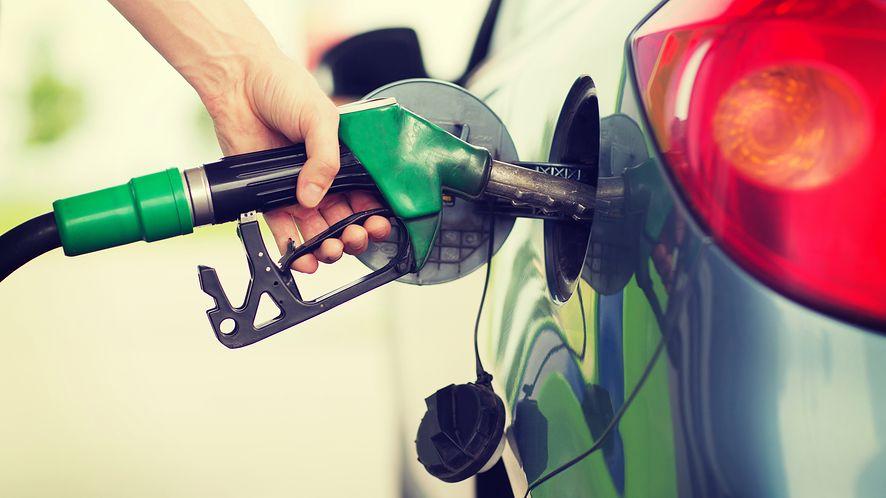 Wybraliśmy aplikacje, które znajdą najtańsze paliwo w okolicy, depositphotos