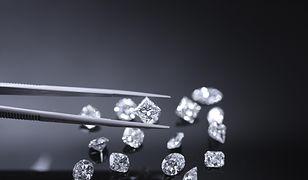 Biżuteria wysadzana diamentami zawsze robi wrażenie