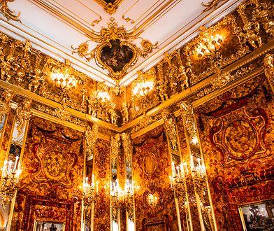 W pałacu Katarzyny w Carskim Siole w Petersburgu znajduje się kopia zaginionej Bursztynowej Komnaty.