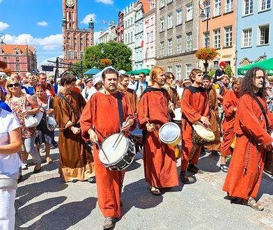 Co roku Jarmark św. Dominika jest inaugurowany paradą na Długim Targu