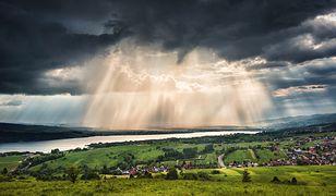 Jezioro Czorsztyńskie to położony malowniczo rozległy akwen, o długości ok. 10 km