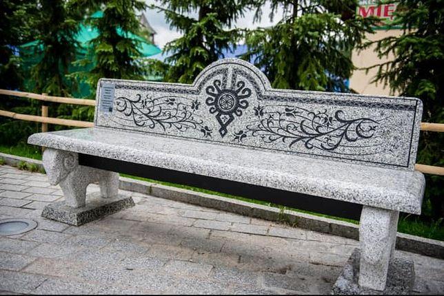 Jedna ławeczka kosztowała ponad 40 tys. złotych