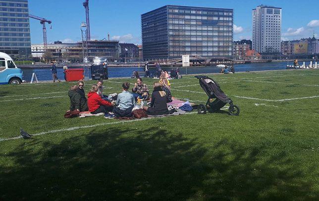 Mieszkańcy korzystają z towarzyskich kwadratów. Źródło: Københavns Politi