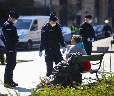Według ostatnich wytycznych, policja ma upominać, a nie karać mandatami