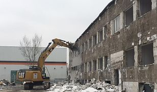 Rozbiórka budynku, na którym ma powstać sortownia drobiu