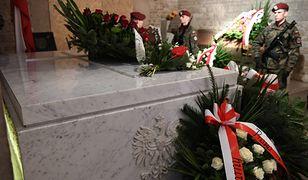Jarosław Kaczyński odwiedził grób brata na Wawelu