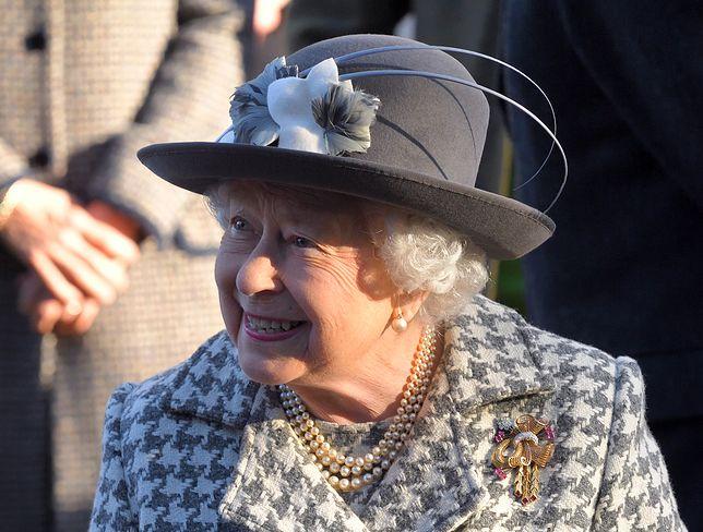 Królowa Elżbieta II zawsze stawia na wyszukane stylizacje
