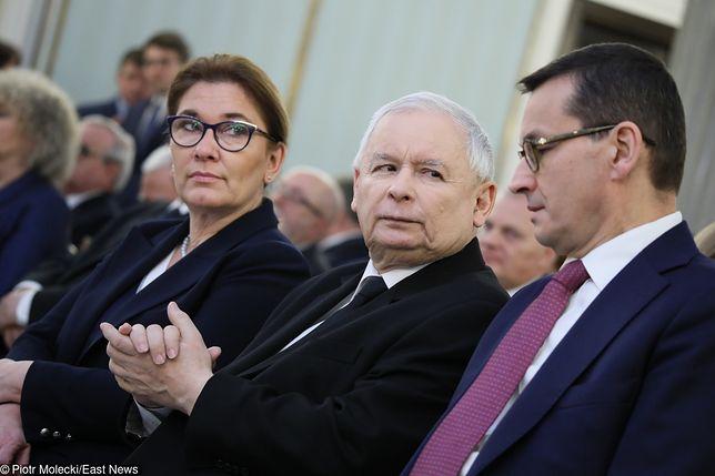 Rzecznik PiS Beata Mazurek (L), prezes PiS Jarosław Kaczyński (C), premier Mateusz Morawiecki (P)