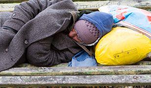 Podpalił bezdomnego, bo pokłócił się z partnerką. Prokuratura chce dla niego dożywocia