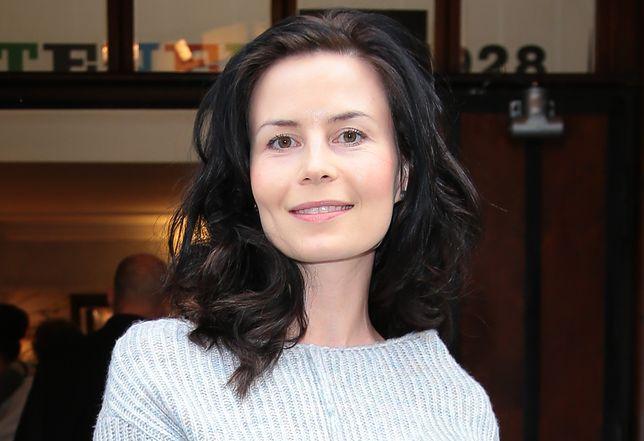 Magdalena Kumorek sprawia wrażenie, jakby upływający czas zupełnie nie robił na niej wrażenia
