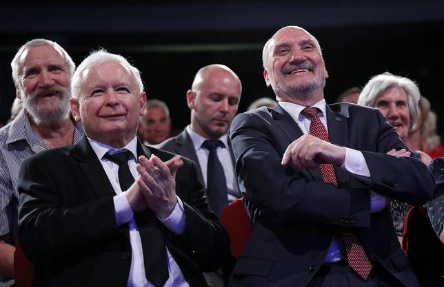 Jarosław Kaczyński i Antoni Macierewicz na 70. urodzinach szefa MON