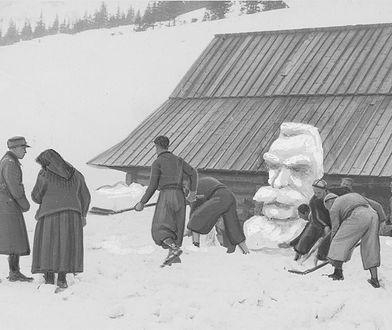 Józef Piłsudski jako śnieżny bałwan