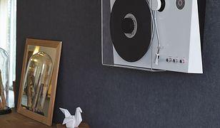 Tak, ten gramofon wisi na ścianie