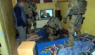 Policja rozbiła duży gang narkotykowy z Wołomina. Zatrzymano 32 osoby
