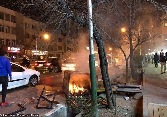 Pierwsze takie protesty od lat. W Iranie zginęli cywile