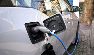 Elektryki, hybrydy, plug-iny. Wszystkie potrzebują baterii, które stają się coraz droższe do wyprodukowania