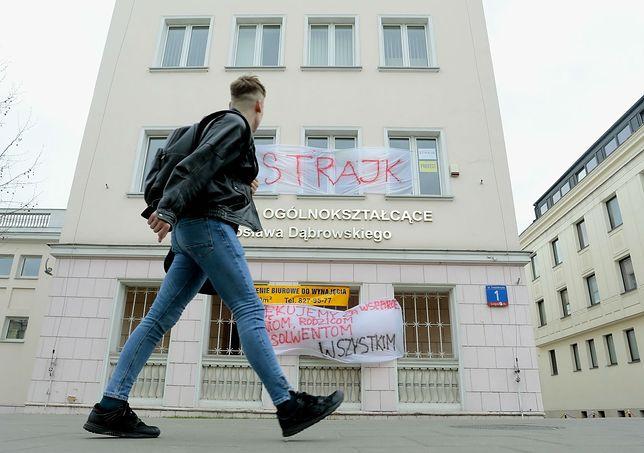 Kiedy koniec strajku nauczycieli? Pierwsze szkoły odpuszczają protest