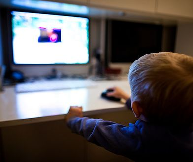 Dostęp do pornografii wśród dzieci jest powszechny. Rząd zabiera się za zaniedbany od lat problem