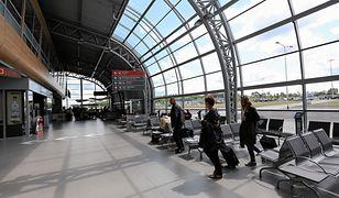 Ewakuacja na lotnisku w Modlinie. Znaleziono podejrzany pakunek