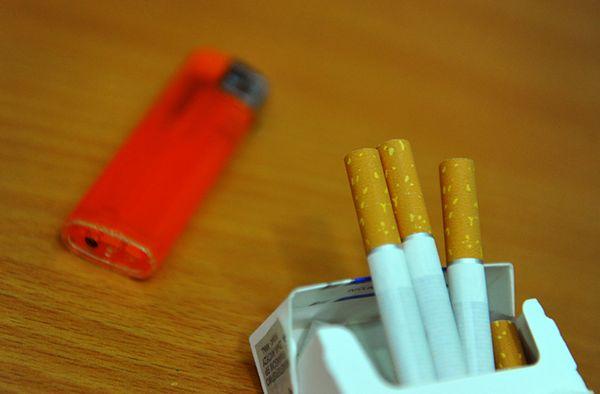 Wielka Brytania wprowadziła zakaz eksponowania papierosów w mniejszych sklepach