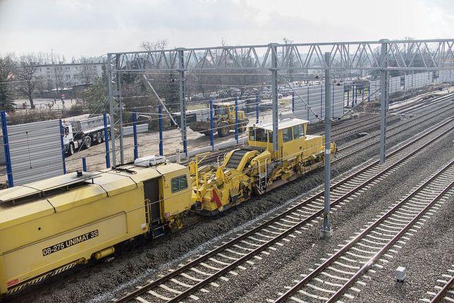 Ślaskie. Remonty torowisk mocno wpływają na kursowanie pociągów.