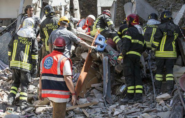 Trzęsienie ziemi we Włoszech: siostra nakryła 4-latkę własnym ciałem. Sama nie przeżyła