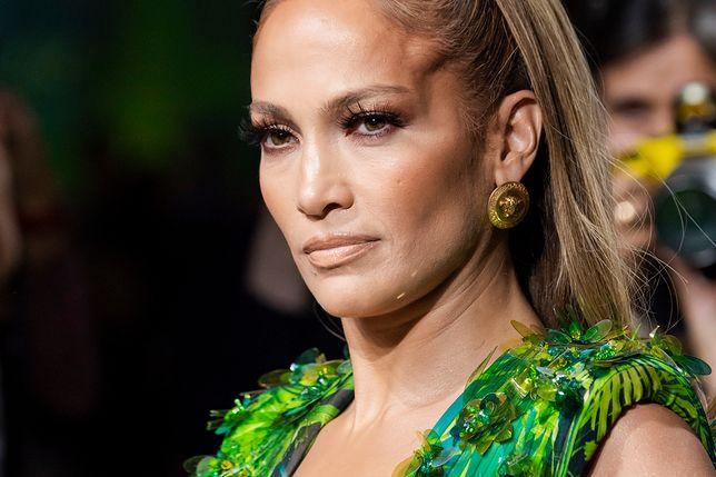 Jennifer Lopez podczas pokazu Versace