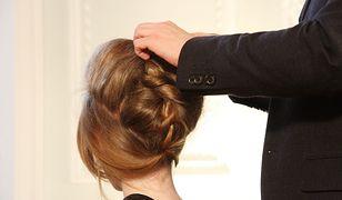 Upięcia sylwestrowe to popularna fryzura na włosy długie i półdługie