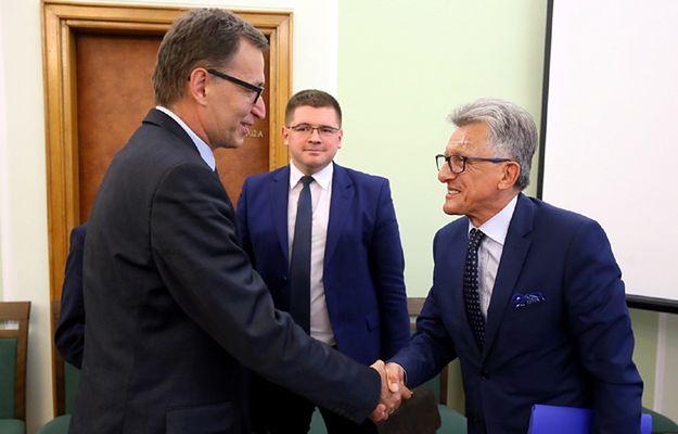 Przewodniczący sejmowej Komisji Sprawiedliwości i Praw Człowieka, poseł PiS Stanisław Piotrowicz i rekomendowany na prezesa IPN dr Jarosław Szarek