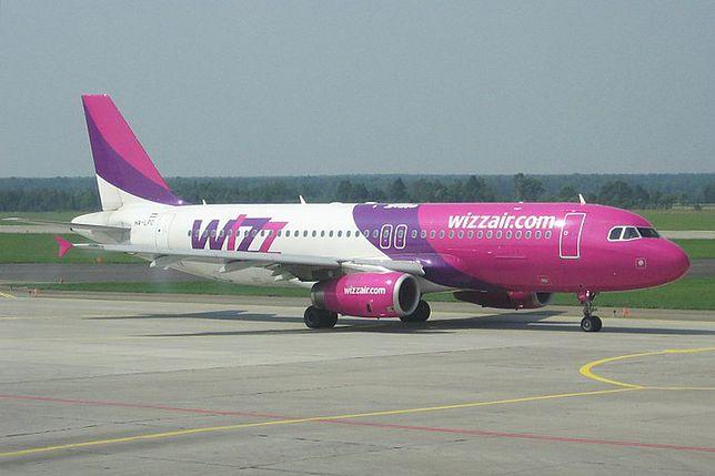 Samolot w barwach taniej linii Wizz Air.