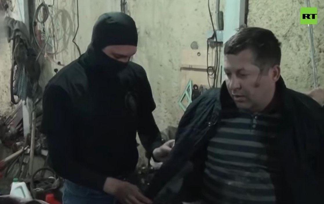 Polak skazany na kolonie karną w Rosji prosi o pomoc. na fot. Kadr z zatrzymania Mariana Radzajewskiego