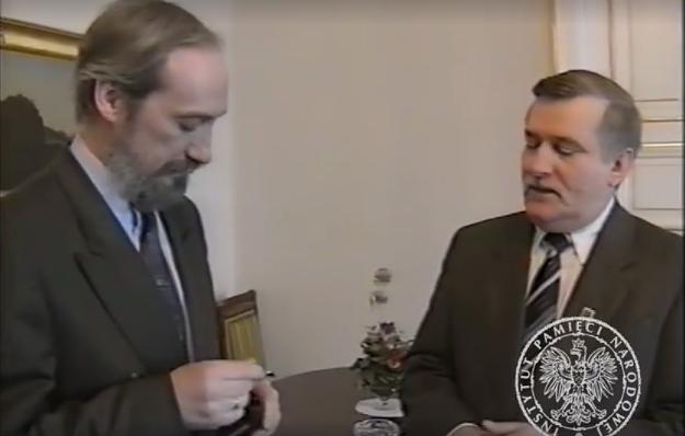 """Sławomir Cenckiewicz ujawnia nieznane nagranie: Lech Wałęsa prosi Antoniego Macierewicza o """"swoją teczkę"""""""