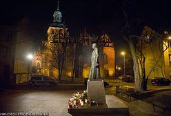 Jest postępowanie ws. pomnika ks. Jankowskiego
