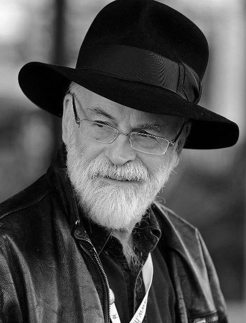 Terry Pratchett nie żyje