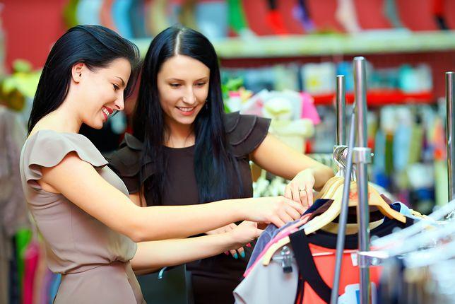 #dziejesienazywo: Jak sklepy oszukują na wyprzedażach?